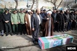 مقامات نظامی و رسمی زنجان مراسم خاکسپاری الناز نبیئی را مصادره کردند
