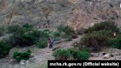 Эвакуация туристов с горы в районе Судака, Крым, 28 Августа 2021