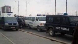 Приведени демонстранти и демолирани автомобили