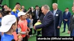 Нурсултан Назарбаев на открытии теннисного центра «Эйс» в Актюбинске. Казахстан, октябрь 2018 года