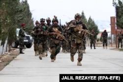 Афганские спецназовцы в провинции Герат готовятся отправиться в провинцию Бадгис, Афганистан, 26 февраля 2021 года.