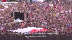 Cehii invocă spiritul revoluției de acum trei decenii