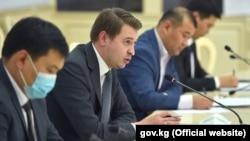 Первый вице-премьер-министр Артем Новиков на встрече с представителями бизнес-ассоциаций Кыргызстана. Бишкек. 17 октября 2020 года.