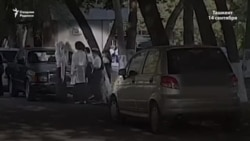 Студенттер академияға кірерде хиджабын шешіп, парик киеді