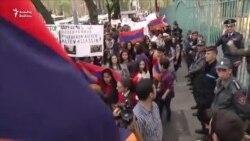 Yerevan sakinləri etiraz edir