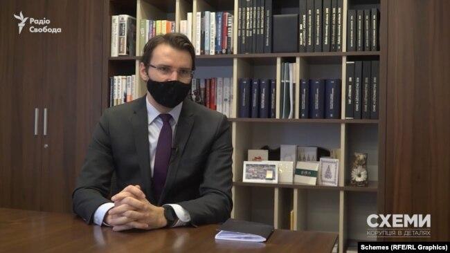 Юрист Даніель Григель погодився відповісти на запитання журналістів, але лише на ті, які не порушуватимуть адвокатської таємниці