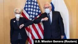 دپلوماتهای روسیه و امریکا در ژینو