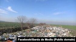 Groapă ilegală de gunoi de la marginea Bucureștiului