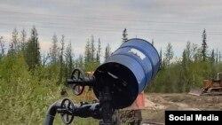 """Нефтесодержащая жидкость. Фото """"Комитета спасения Печоры"""""""