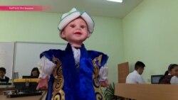 Школьница придумала и создала двуязычного танцующего робота