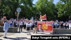 Митинг у «Белого дома» в Бишкеке с требованием найти Орхана Инанды, 3 июня 2021 г.