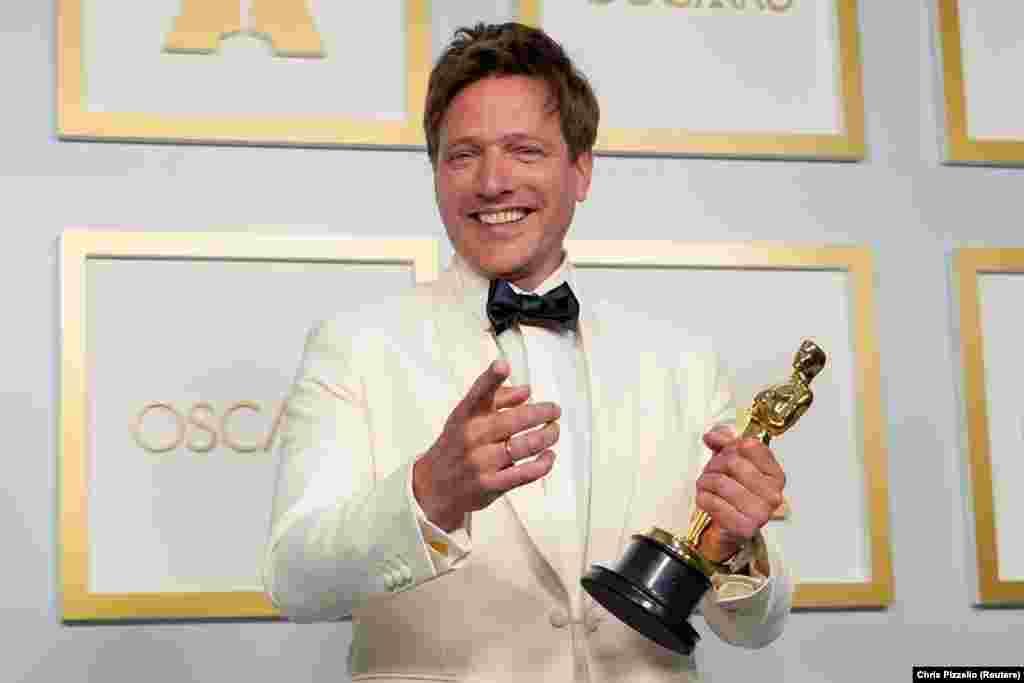 A dán rendező, Thomas Vinterberg a Még egy kört mindenkinek című filmért vehette át a legjobb idegennyelvű film díját.