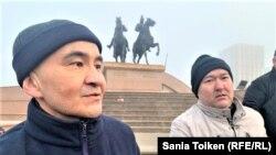 Макс Бокаев (слева) после освобождения из тюрьмы и Талгат Аян, атырауские активисты, обвинение против которых было признано правозащитниками политически мотивированным.