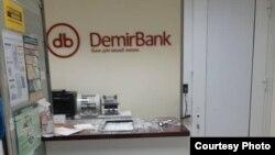 «Демир банктын» талкаланган кеңсеси. Бишкек шаары. 6-октябрь, 2020-жыл.