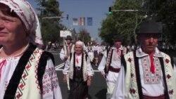 День незалежності Молдови. Пенсіонери вийшли на ходу проти корупції та низьких пенсій (відео)