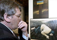 Ukraine -- Yushchenko, President Viktor, 25Nov2005, at an exhibition on the faimine of the 1930s
