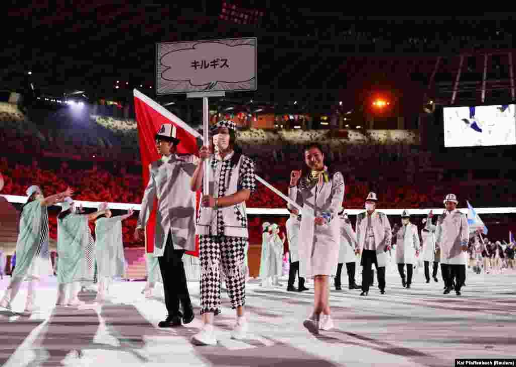 Кыргызстандын спортчулары Олимп оюндарынын ачылуу аземине беткапсыз чыгышты.