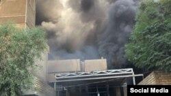 تصویری که از به آتش کشیده شدن دفتر حزب دموکرات کردستان عراق در بغداد در شبکههای اجتماعی منتشر شده است