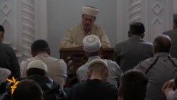 Crimean Tatars Pray For 1944 Deportation Victims