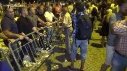 Sukob učesnika protesta i obezbeđenja Predsedništva Srbije u Beogradu