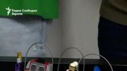 Со лего роботи против вселенската радиоактивност