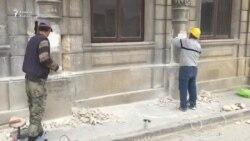 Sovetskidə tarixi binanın üzlüyünü sökməyə başladılar
