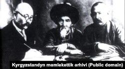 Ыбырайым Абдыракманов, Тоголок Молдо, Саякбай Каралаев (оңдо). 1930-жж.