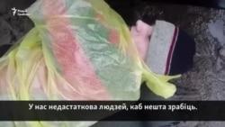 Абаронца Курапатаў прыкаваў сябе да бампэра МАЗа будаўнікоў. Відэа