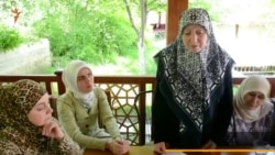 Enver Mamutovnıñ anası izaat bere (video)