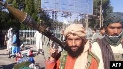 شماری از افراد گروه طالبان در شهر هرات
