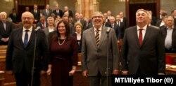 A pártatlanság őrei: a Médiatanács tagjainak eskütétele a Parlamentben 2019. december 10-én. (Az elnök, Karas Mónika nincs a képen.)