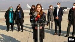 САД го честитаат пристигнувањето на 24.000 вакцини во Северна Македонија. Амбасадорката на САД Кејт Мари Брнз.