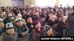 Жители Баткенской области на встрече с председателем ГКНБ Камчыбеком Ташиевым.
