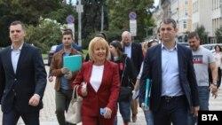 Мая Манолова регистрира ИБГНИ в ЦИК за участие в предстоящите избори.