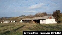 Заброшенные строения бывшего колхоза