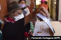 Голосование на избирательном участке в боливийском городе Кочабамба. 18 октября