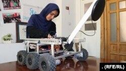 یکی از اعضای گروه دختران روباتیک افغانستان.