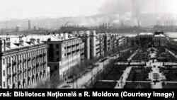 Orașul-uzină Magnitogorsk, simbol al industrializării staliniste, proiectat după uzina Gary din SUA