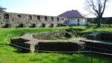 Руїни церкви XIV століття на території Ужгородського замку. У ній був укладений Акт унії 1646 року, який історики, не маючи оригіналу документа, назвали «Ужгородською унією»