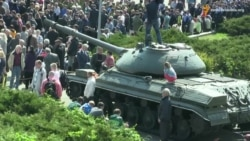 Комуністи прийшли на першотравневий мітинг: «Ми за мир!» і прапори КПУ