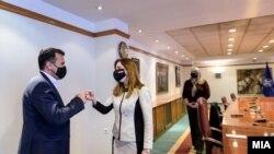 Премиерот Зоран Заев и амбасадорката на САД во Македонија, Кејт Мери Брнс