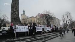 Бійці, співаки, волонтери і духовенство прочитали вірш, присвячений матерям полонених (відео)