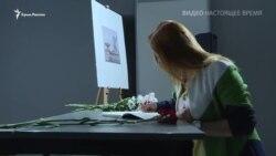 «Книга памяти»: в Киеве скорбят по погибшим в Керчи (видео)