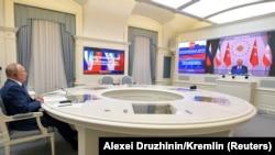 Президенты России и Турции беседуют посредством видеосвязи (архив)