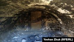 В подземелье арочный свод