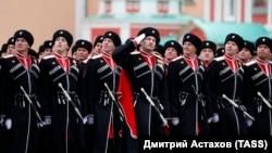 9 мая 2021 года, военнослужащие парадного расчета Всероссийского казачьего общества во время парада, посвященного 76-й годовщине Победы в Великой Отечественной войне
