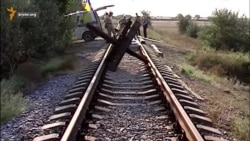 Железнодорожный путь к крымскому заводу «Титан» блокирован (видео)