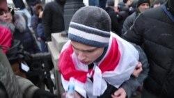 Столкновения в центре Киева: полиция применяет слезоточивый газ (видео)