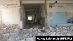 Разбитая часть здания