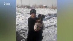 Семья с двумя малолетними детьми все еще остается на улице после прорыва дамбы в Сардобе